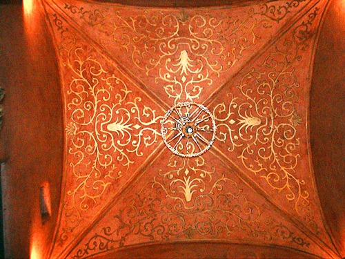 gold-stencilling-ceiling